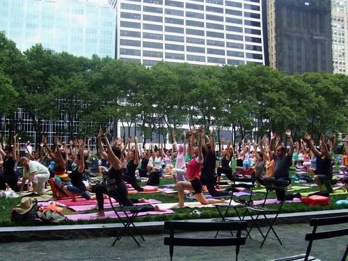 26Jul2007_yoga lesson in bryant park