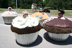 (Jean Arf) Tags: houston cupcake artcarparade houstonartcarparade2006