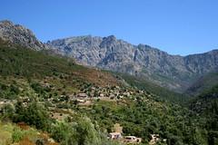 Le village de Monte Estremu et le gîte A Funtana sous le village