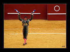 1 Par (manolotoledo) Tags: plaza digital de luces olympus ring bullfighter toros albero zuiko toro traje sanroque bullring torero plazadetoros trajedeluces e500 burladero zd olympuse500 40150mm banderillas fandi odelot manolotoledo banderilla elfandi
