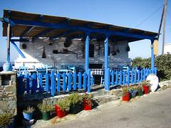 "summer shots - Folegandros 20 - taverna  "" o Mimis "" (stelio_B) Tags: flowers blue summer sun island greek village sony cybershot greece tavern cyclades h7 μπλε ελλας ελλαδα ψαρας λουλουδια νησι καλοκαιρι ταβερνα χρωματα ψαρια φολεγανδρος sonycybershoth7"