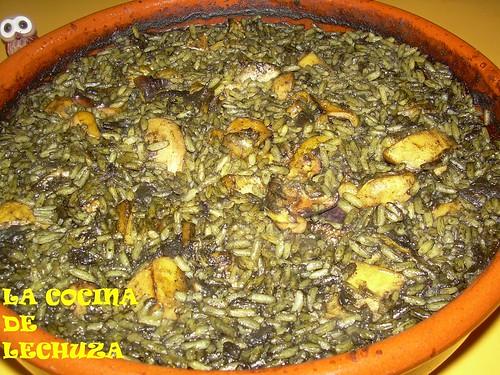 Jibia con arroz negro cazuela