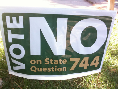 Anti 744 yard sign