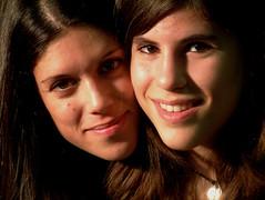 Lelia e Giulia (franny2007) Tags: portrait set occhi sorriso fotografia ritratto bocca luce amica giulia naso nei capelli lelia sorelle profilo ciuffo