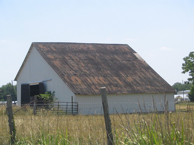 A very faded Rock City barn