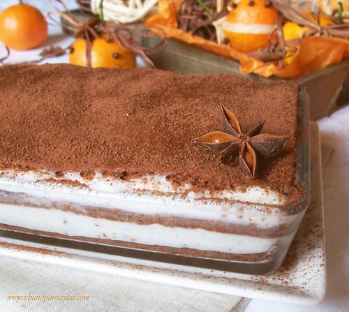 Šokoladinis pyragas su ryžių kremo pertepimu ir šokolado gabaliukais