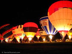 1° Open Brasil de Balonismo - Rio Claro, SP (Daniel Pascoal) Tags: public night glow baloon ballon balloon balão 2007 balonismo balon rioclaro nightglow danielpg 1°openbrasildebalonismo bolonismo danielpascoal adc2011