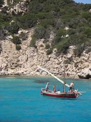 in barca a Cala Corsara (Carlo Pozzoni) Tags: sardegna sea beach barca mare sardinia estate maddalena vela spiaggia cala vacanze corsara arcipelago spargi granara