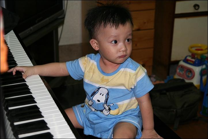 彥彈鋼琴05