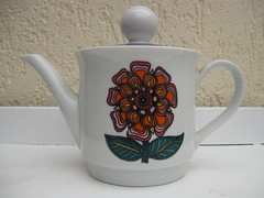 Teapot with flowers (2) (SimoneRetro) Tags: flowers vintage bavaria purple retro teapot creidlitz