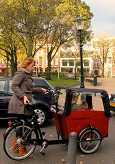 SuperMum Taking Off (Pays-Bas Cycle Chic) Tags: holland bike cycle chic thehague fiets cargobike bakfiets supermum cyclechic bikeaccessories supermums paysbascyclechic cyclechicladies