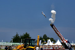 Human Cannonball @ the Royal Cornwall Show 2007 (Ennor) Tags: uk june geotagged top20action cornwall royalcornwallshow 2007 kernow humancannonball wadebridge weeklyfreeflight s08434 geo:lat=50514559 geo:lon=4866278