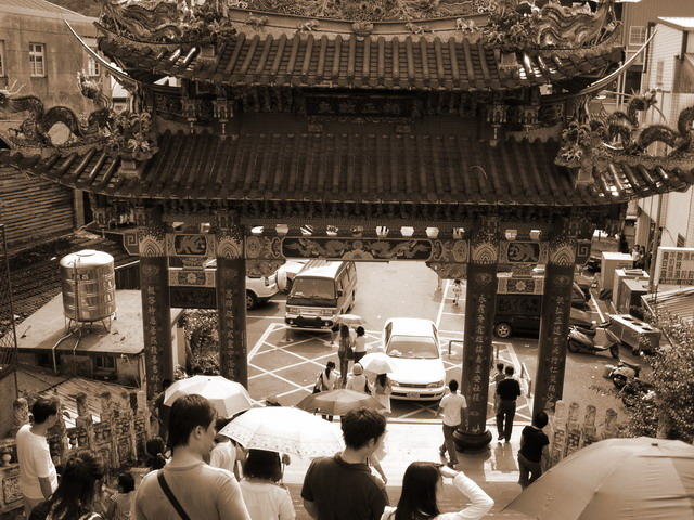 1874414652_永昌宮前的牌樓