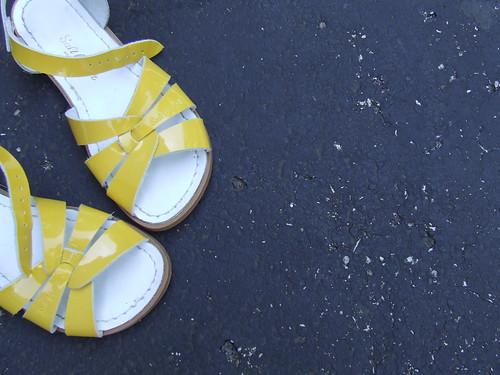 {yellow}