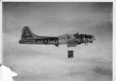 WW II Bomber (*Lynne) Tags: wwii b17 worldwarii boeing bomber flyingfortress middlemas b17g molesworth warplanes 8thaf 303rd 360thbs