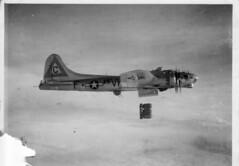 WW II Bomber (*Lynne) Tags: wwii b17 worldwarii boeing bomber flyingfortress middlemas b17g molesworth warplanes 8thaf 303rd 360thbs