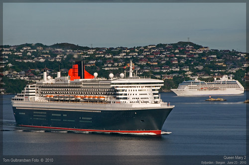 Queen Mary 2 and Ocean Princess