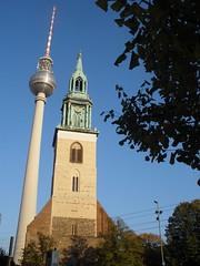 i due campanili di Marienkirche (arretoskore) Tags: berlino gite scorci vecchioenuovo sacroeprofano