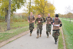 Urban Adventure Run (US Navy) Tags: urban wisconsin military running militar usnavy rotc carrera ohiostateuniversity estudiantes unitedstatesnavy camoflague marineros
