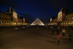 LouvrePyramid01f (scarletgreen) Tags: light paris glass museum architecture night pyramid louvre contemporary francia musedulouvre ieohmingpei louvrepyramid  fotoguia grandlouvreproject