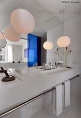 Interior IV (Ddac Balanz) Tags: barcelona flower lamp canon mirror sink interior flor faucet towels catalunya lampara interiordesign toallas lavabo grifo didac interiorismo interiorisme toallero balanzo didacbalanzo espejotowel
