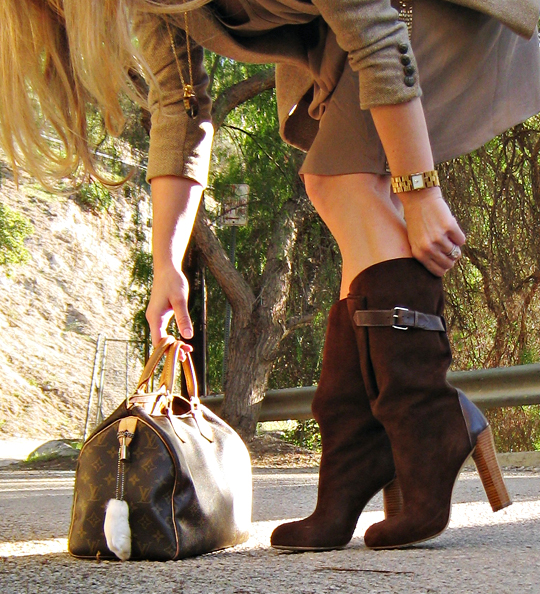 brown suede boots+louis vuitton speedy bag+gold accessories+rabbits foot+vintage jewelry+perfume bottle necklace from the 70's+accessories+fashion+outfit