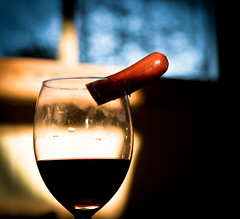 Cocktail (Aspiriini) Tags: food glass wine drink meat cocktail wiener wineglass redwine nakki viini viinilasi canonefs1755f28isusm punaviini liha jonilehto aspiriini