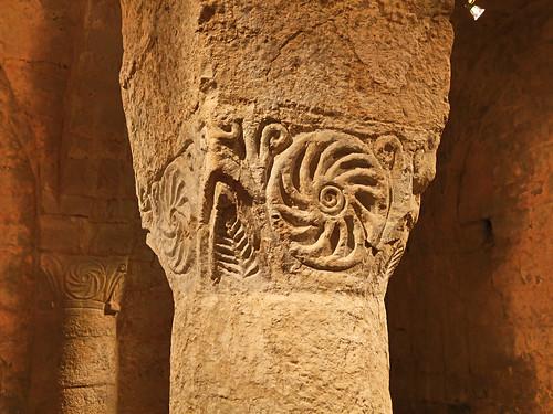Chapiteau de la crypte - Eglise abbatiale de Cruas - Ardéche