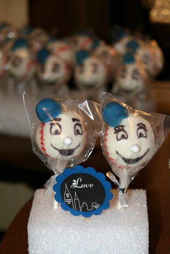 Mr. Met cake pops!