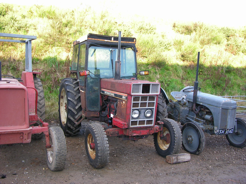 The World's Best Photos of scottishhighalnds and tractor