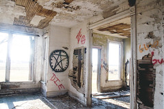 (yyellowbird) Tags: house abandoned graffiti illinois sandwich satanic