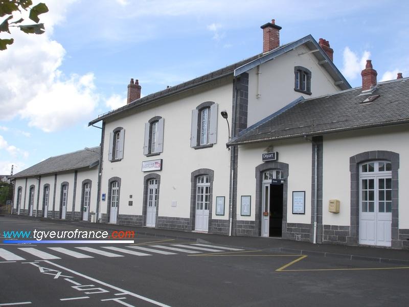 La gare SNCF de Saint-Flour sur la ligne des Causses dans le département du Cantal en Région Auvergne