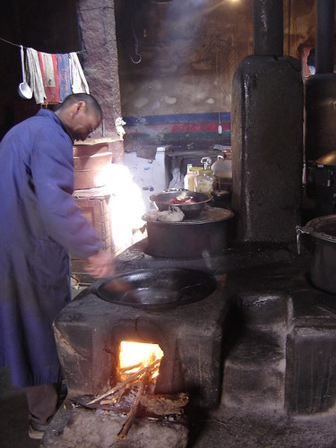 Monje cocinero cocina monasterio Lhasa