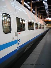 Lateral de coche AVE. (intercity203) Tags: tren trenes ave estacion estacin atocha renfe estaciones s100 altavelocidad adif altavelocidadespaola gecalsthom serie100