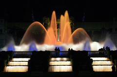 El color de la noche en Montjuic (Puckyireth) Tags: barcelona color lafotodelasemana fuente explore nocturna montjuic colorphotoaward impressedbeauty excellentphotographerawards shopofcuriosities lfs062007 puckyireth ryc4x2 mnicautjs