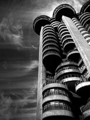 torres blancas y negras - by txiribiton