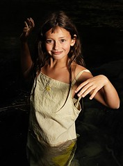 Erwischt! (fabsenstylsen) Tags: portrait girl smile child portrt luxembourg wald luxemburg weiher lintgen