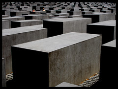 Remember (tochis) Tags: berlin germany deutschland holocaust memorial europa europe alemania jewish jews holocaustmemorial juden denkmal holocaustmahnmal berln holocausto judos aplusphoto