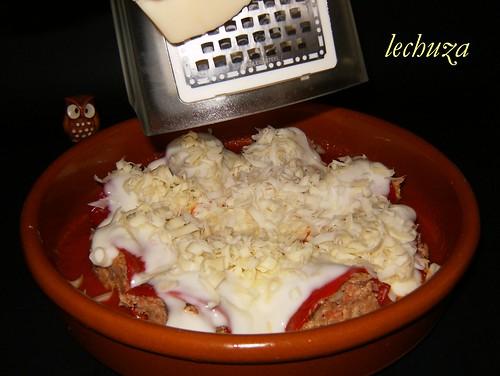 Piquillos de cocido-queso rallado