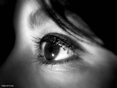 The black eye (Fabiolina) Tags: macro lights luces eyes lashes ojos macros pestaas