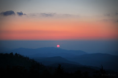 Day Is Dying In the West (Proleshi) Tags: trees light sunset sky naturaleza sun sunlight nature beauty landscape evening nationalpark scenery peace natural north scenic tranquility lookout hills ranges cielo carolina 1855mm smokymountains josephs jamal montañas vast sunsetcolors eventide d300s proleshi