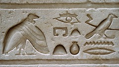 Jeroglficos_03 (Bellwizard) Tags: egypt aves egipto vulture aus egipte hieroglyphs buitre voltor jeroglficos jeroglfics
