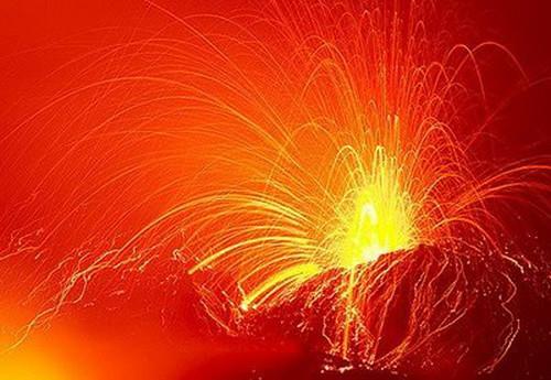 995321546 73bdef1764 Danger and Beauty of Hawaiian Volcanoes
