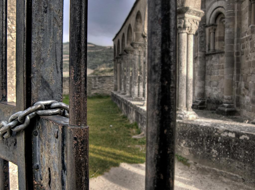 Photo de Navarre n°8. Eunate sur le chemin de Saint Jacques de Compostelle en Navarre
