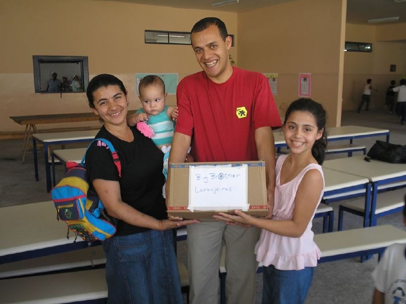 Diogo com a Giovana e sua mãe Telma, recebendo o premio.