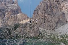 La cabinovia della Forcella Sassolungo, nel comune di Selva di Val Gardena (Bz) (Valerio_D) Tags: italy italia dolomiti altoadige valgardena tirolo wolkenstein cabinovia trentinoaltoadige grödnertal selvadivalgardena forcellasassolungo gherdëina sëlva rifugiotonidemetz