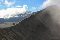 Walking on the Crater's Edge (mikel.hendriks) Tags: walking indonesia landscape vent volcano java photo foto wandelen explore caldera indonesie eruption bromo indonesi steep tengger landschap krater stratovolcano mountbromo mtbromo sandsea gunungbromo wandelaars canoneos50d bromotenggersemerunationalpark zandzee semerunationalpark lautanpasir kraterrand compositevolcano kraterwand bromovolcano stratovulkaan sigma1770mmf284dcmacrooshsm conicalvolcano craterwall tenggersandsea bromovulkaan kratermond uitbrasting