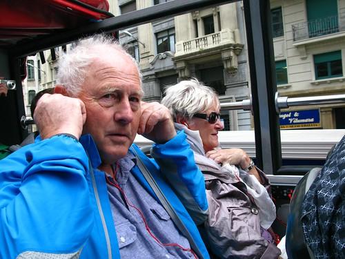 Odd og Evy i sightseeing-buss