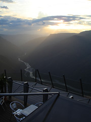 Sunset in Chicamocha Canyon Park - Colombia (Laura Olejua - www.lauraolejua.com) Tags: sunset sun mountain rio clouds river atardecer colombia sony cybershot montaa sonycybershot dscw7 w7 chicamocha proyectocolombia sonycybershotw7 lauraolejua olejua colombiaenfotos