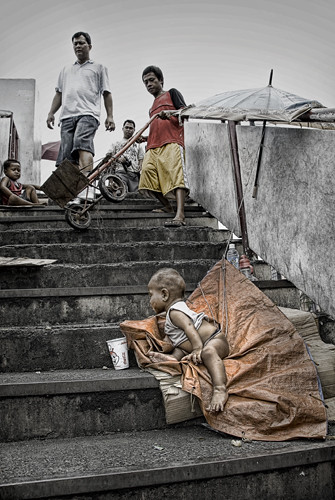 boy left on his own, stairs, step, cup  Buhay Pinoy Philippines Filipino Pilipino  people pictures photos life Philippinen  菲律宾  菲律賓  필리핀(공화국) musmos